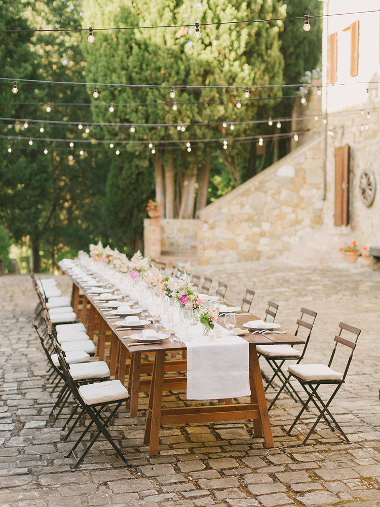 al fresco receptions in Tuscany - photo by Facibeni Fotografia https://ruffledblog.com/destination-wedding-in-tuscany-with-al-fresco-dining
