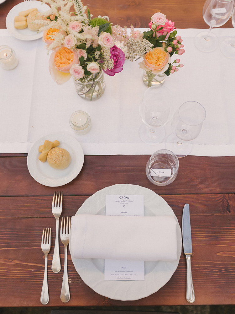 simple place settings - photo by Facibeni Fotografia http://ruffledblog.com/destination-wedding-in-tuscany-with-al-fresco-dining