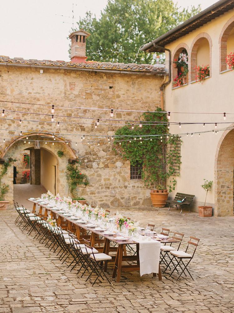 al fresco weddings in Tuscany - photo by Facibeni Fotografia https://ruffledblog.com/destination-wedding-in-tuscany-with-al-fresco-dining