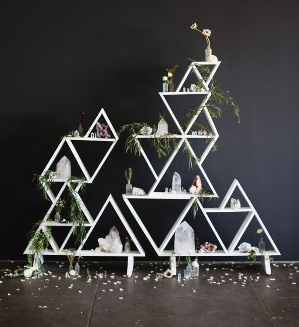triangular ceremony backdrop - photo by Diana Marie https://ruffledblog.com/40-eye-catching-geometric-wedding-ideas
