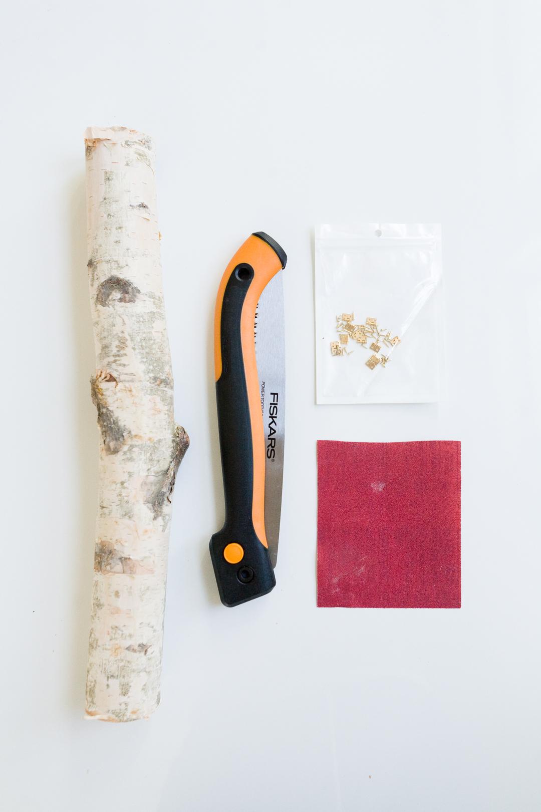 DIY Birch Log Ring Box -  http://ruffledblog.com/diy-birch-log-ring-box/