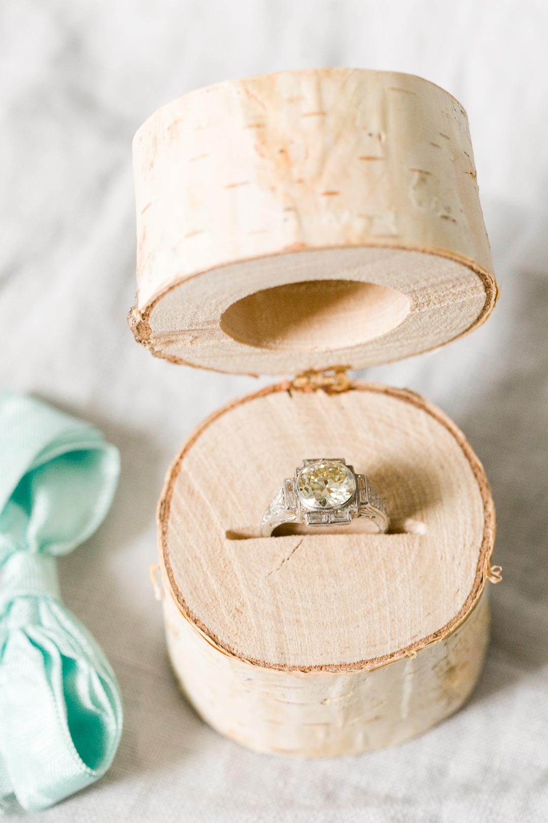 DIY Birch Log Ring Box -  https://ruffledblog.com/diy-birch-log-ring-box/