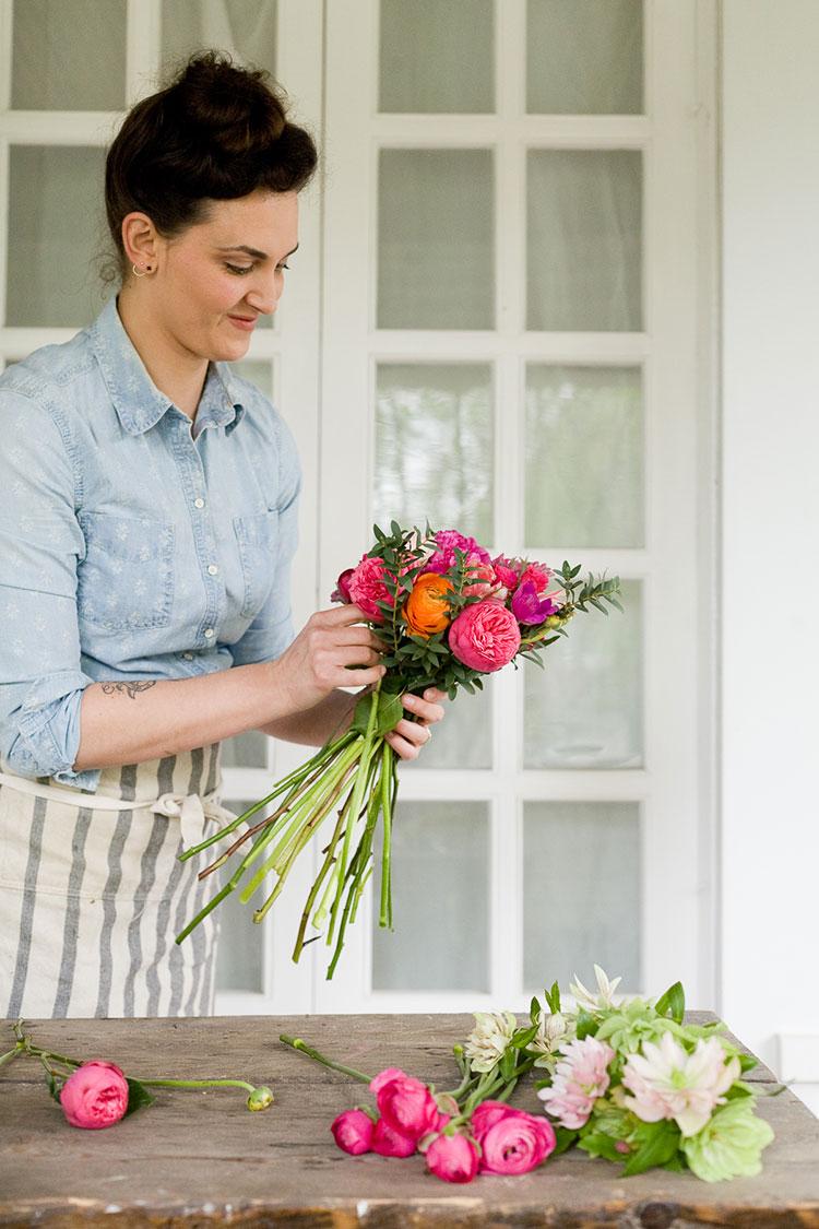Make Your Own Summer Wedding Bouquet - http://ruffledblog.commake-your-own-summer-wedding-bouquet