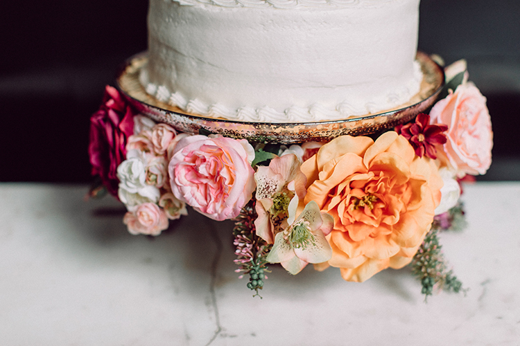 How to decorate a grocery store cake into a chic masterpiece - https://ruffledblog.com/Chic-Grocery-Store-Cake-Hack photo Clarence Chan