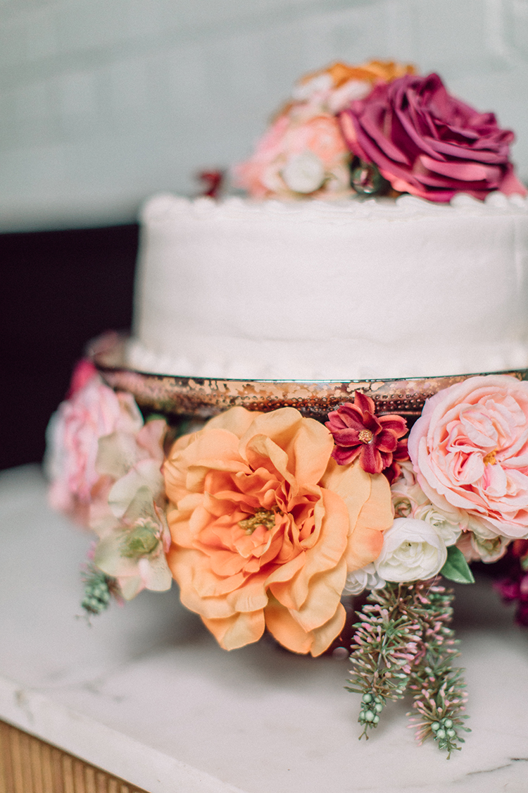 How to decorate a grocery store cake into a chic masterpiece - http://ruffledblog.com/Chic-Grocery-Store-Cake-Hack photo Clarence Chan