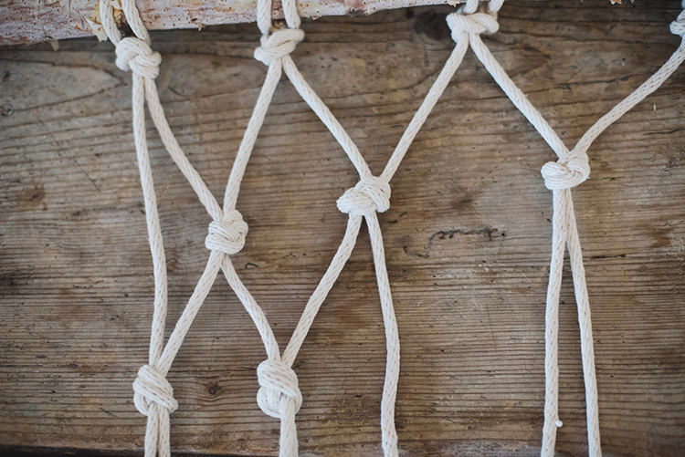 DIY Easy Macramé Wall Hanging, 2 Different Ways - photo Jess Pelphrey  http://ruffledblog.com/diy-boho-wall-hanging/