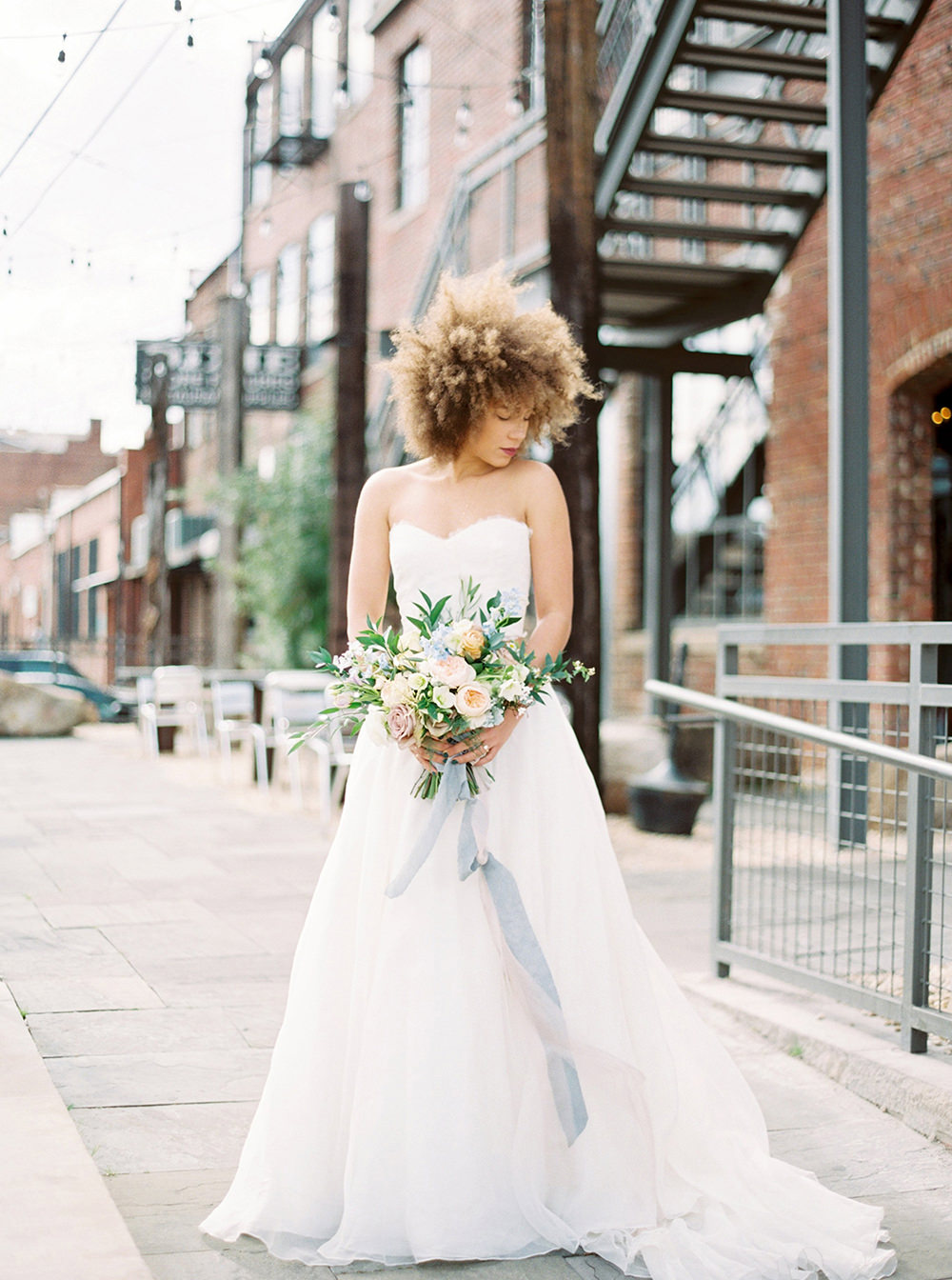 wedding photography - photo by Photos by Heart https://ruffledblog.com/downtown-birmingham-spring-wedding-inspiration