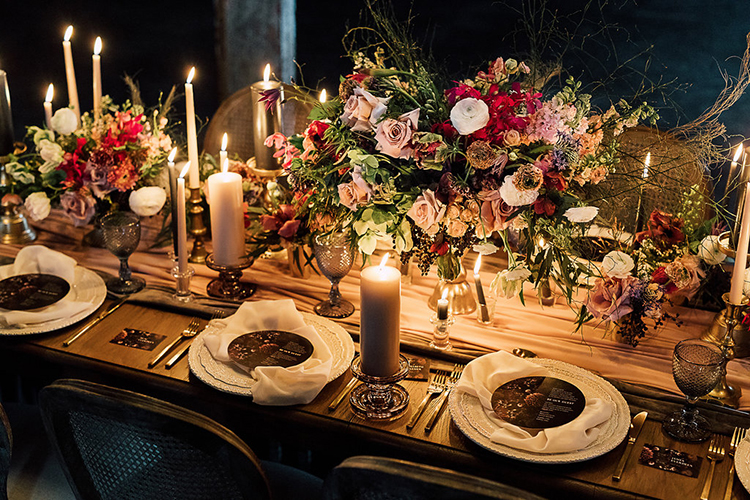 wedding tablescapes - photo by Purple Tree Photography https://ruffledblog.com/dramatic-moody-wedding-inspiration-for-the-modern-bride