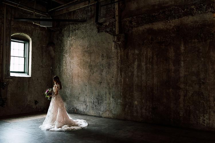 dramatic bridal style - photo by Purple Tree Photography https://ruffledblog.com/dramatic-moody-wedding-inspiration-for-the-modern-bride