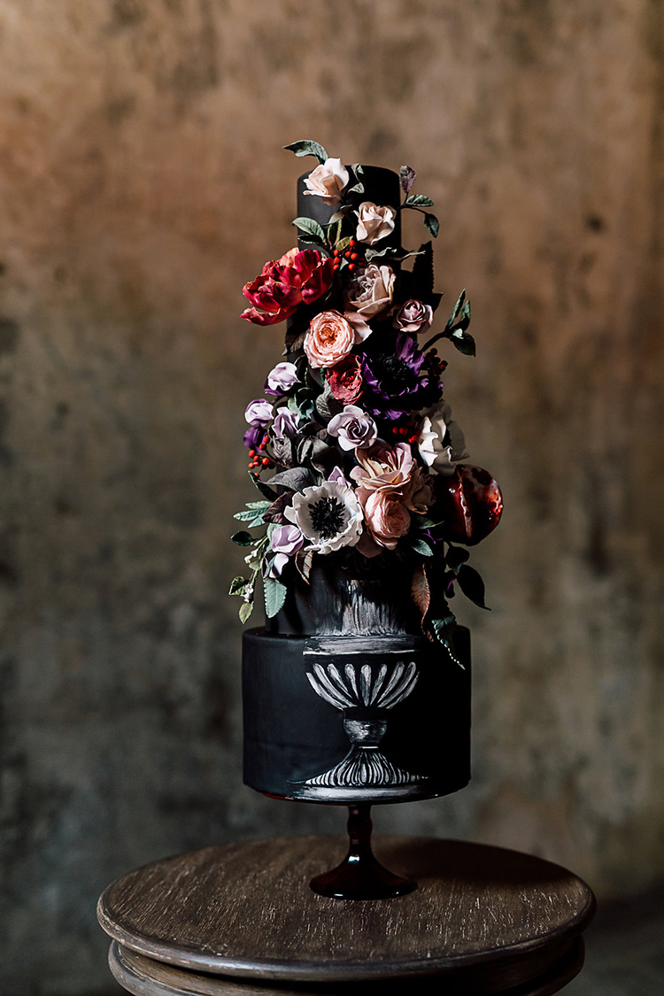 dramatic black wedding cakes - photo by Purple Tree Photography https://ruffledblog.com/dramatic-moody-wedding-inspiration-for-the-modern-bride