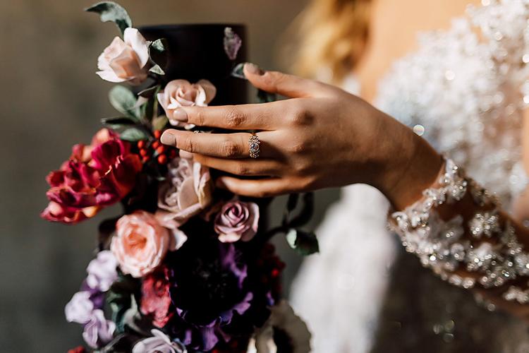 dramatic wedding cakes - photo by Purple Tree Photography https://ruffledblog.com/dramatic-moody-wedding-inspiration-for-the-modern-bride