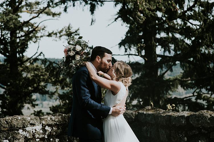 wedding photography - photo by Minerva House Photography http://ruffledblog.com/dreamy-waterfall-elopement-at-wahclella-falls