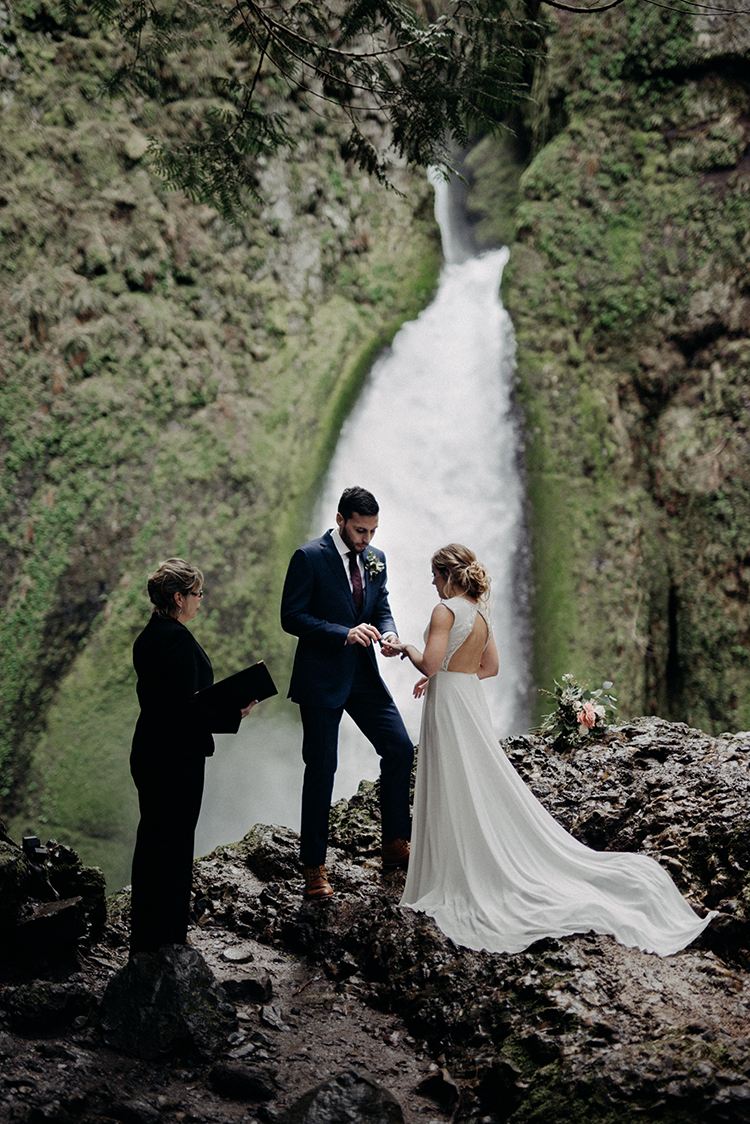waterfall wedding ceremonies - photo by Minerva House Photography http://ruffledblog.com/dreamy-waterfall-elopement-at-wahclella-falls - photo by Minerva House Photography http://ruffledblog.com/dreamy-waterfall-elopement-at-wahclella-falls