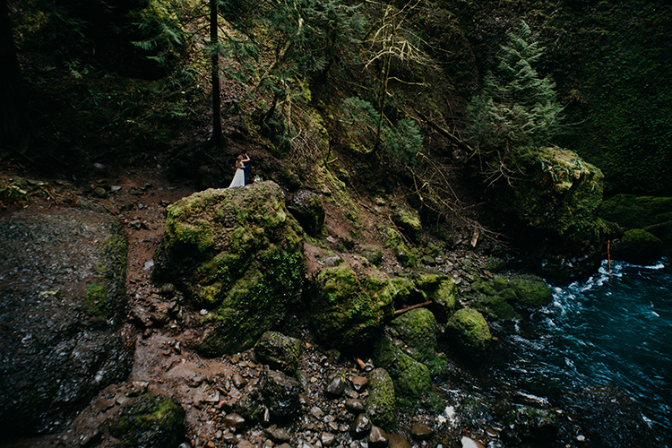 wedding photography - photo by Minerva House Photography https://ruffledblog.com/dreamy-waterfall-elopement-at-wahclella-falls