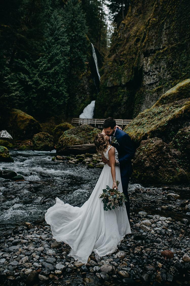 waterfall wedding elopements - photo by Minerva House Photography https://ruffledblog.com/dreamy-waterfall-elopement-at-wahclella-falls