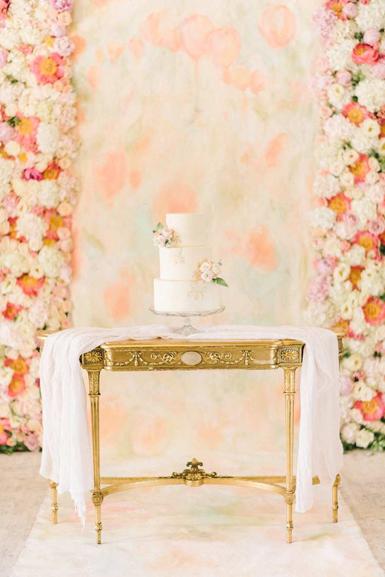 Early Summer Wedding Inspiration with Floral Displays - photo by Elizabeth Fogarty http://ruffledblog.com/early-summer-wedding-inspiration-with-floral-displays