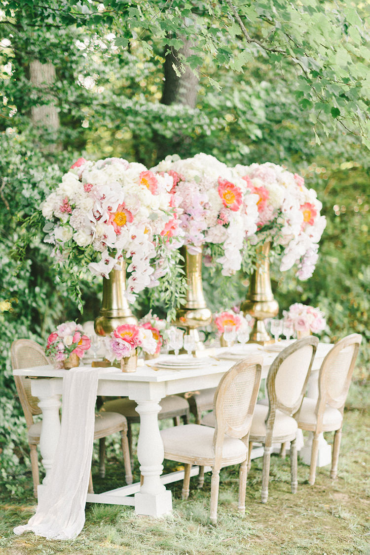 spring wedding inspiration - photo by Elizabeth Fogarty http://ruffledblog.com/early-summer-wedding-inspiration-with-floral-displays