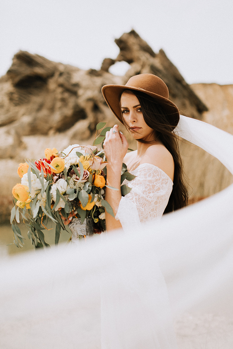 romantic bridal looks - photo by Chelsea Seekell Photography http://ruffledblog.com/eclectic-boho-desert-bridal-inspiration