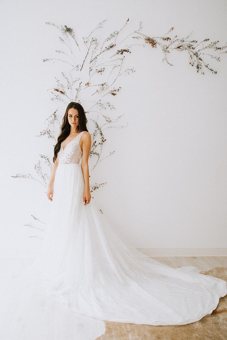 organic wedding backdrops - photo by Chelsea Seekell Photography https://ruffledblog.com/eclectic-boho-desert-bridal-inspiration