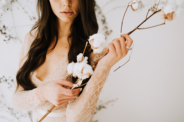 wedding photography - photo by Chelsea Seekell Photography http://ruffledblog.com/eclectic-boho-desert-bridal-inspiration