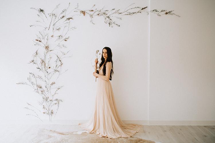 wedding portraits - photo by Chelsea Seekell Photography https://ruffledblog.com/eclectic-boho-desert-bridal-inspiration