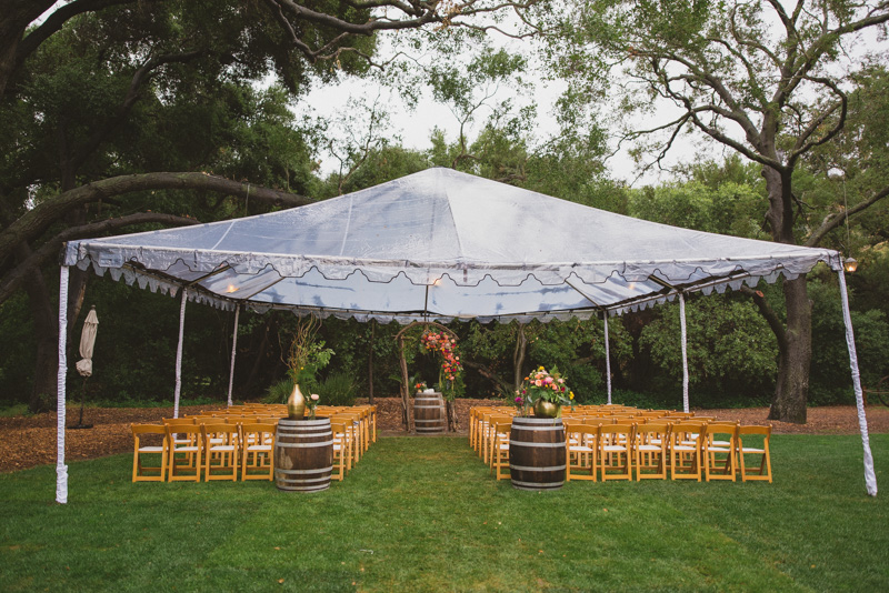 rainy day wedding ceremonies - https://ruffledblog.com/eclectic-rainy-day-wedding-with-moroccan-accents