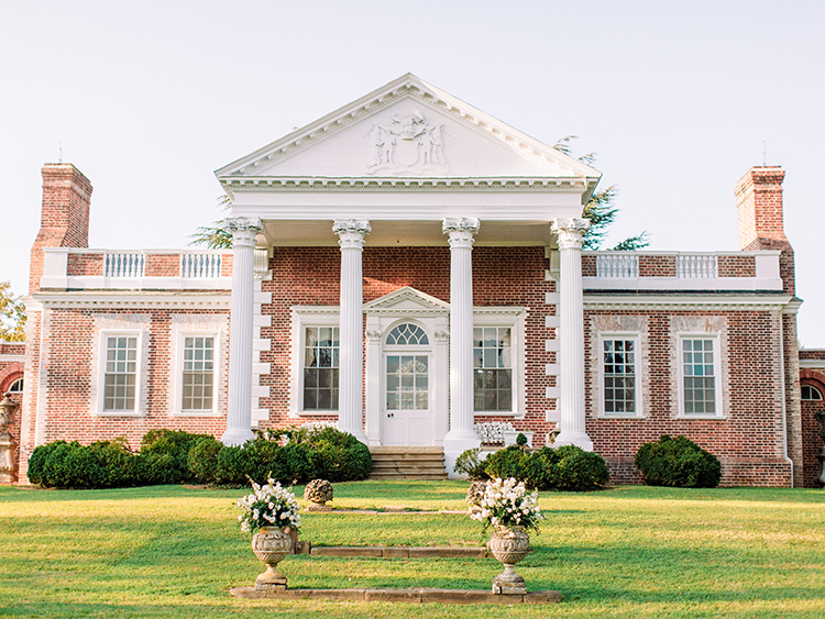 Maryland wedding venues - photo by Love by Serena http://ruffledblog.com/elegant-annapolis-wedding-with-romantic-greenery