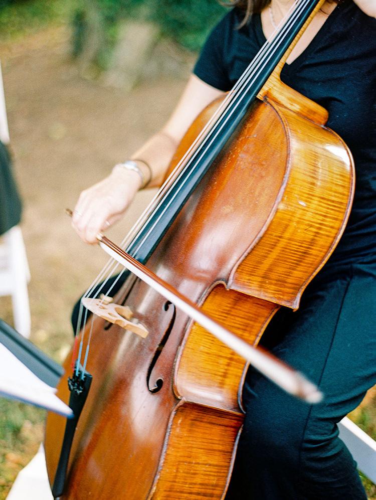 string quartets for weddings - photo by Love by Serena https://ruffledblog.com/elegant-annapolis-wedding-with-romantic-greenery