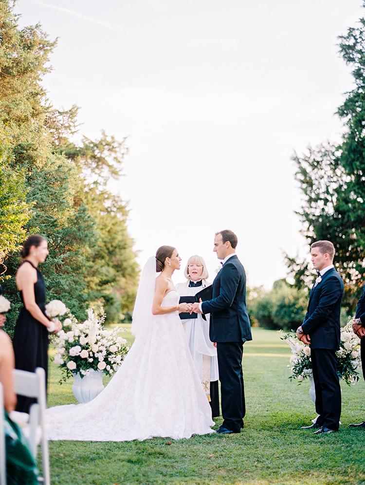wedding ceremony - photo by Love by Serena https://ruffledblog.com/elegant-annapolis-wedding-with-romantic-greenery