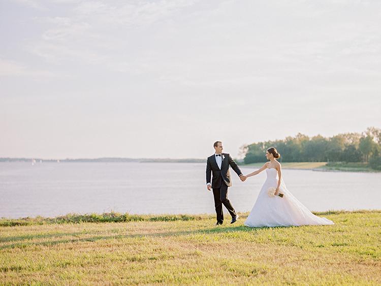 waterside wedding portraits - photo by Love by Serena https://ruffledblog.com/elegant-annapolis-wedding-with-romantic-greenery