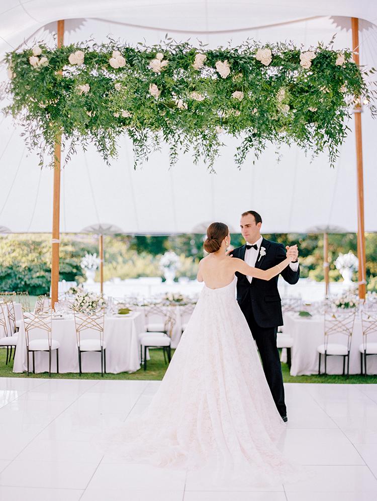 romantic weddings with greenery - photo by Love by Serena https://ruffledblog.com/elegant-annapolis-wedding-with-romantic-greenery
