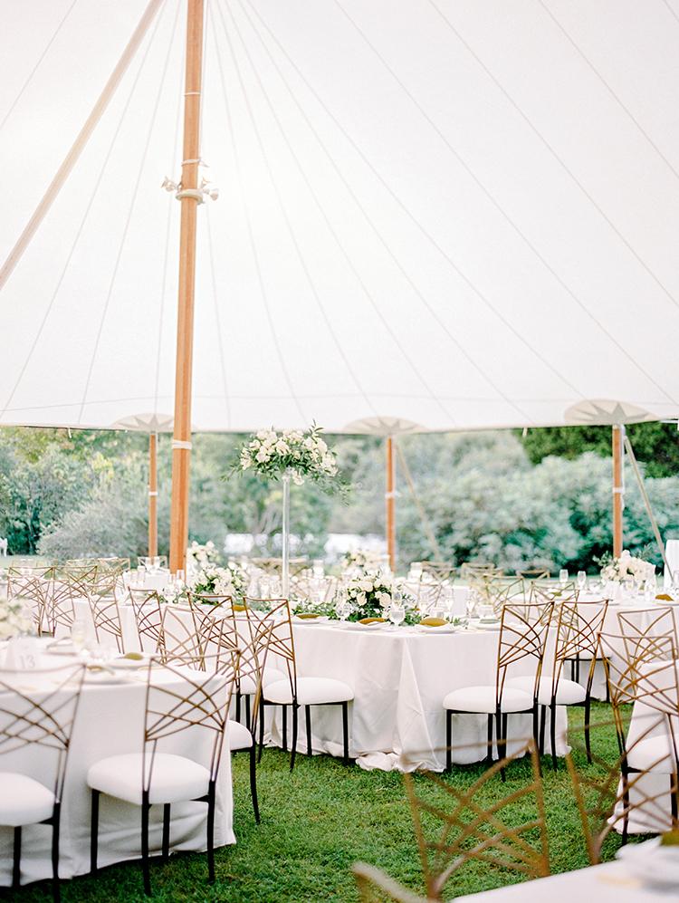 romantic monochrome weddings - photo by Love by Serena https://ruffledblog.com/elegant-annapolis-wedding-with-romantic-greenery
