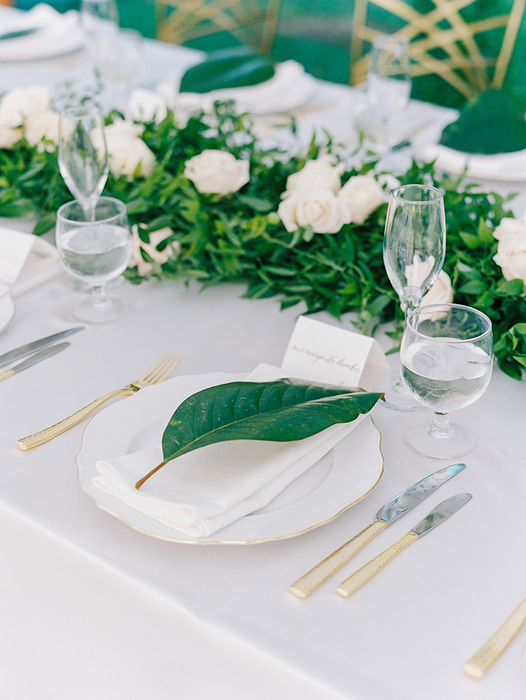 ways to use leaves in your wedding - photo by Love by Serena http://ruffledblog.com/elegant-annapolis-wedding-with-romantic-greenery