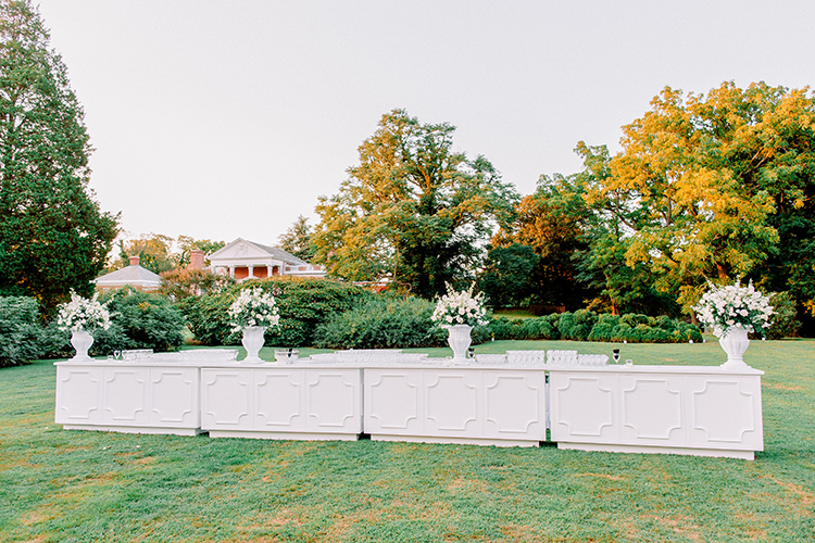 romantic wedding decor ideas - photo by Love by Serena https://ruffledblog.com/elegant-annapolis-wedding-with-romantic-greenery