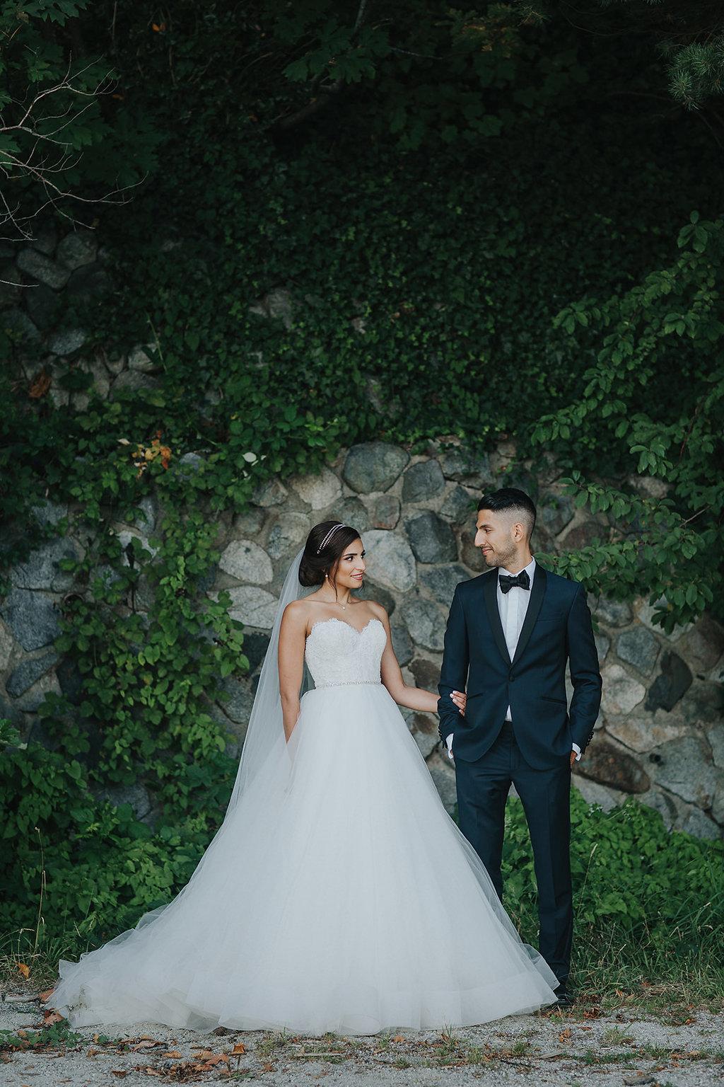 Elegant Canadian Wedding with Greenery - photo by Melia Lucida https://ruffledblog.com/elegant-canadian-wedding-with-greenery