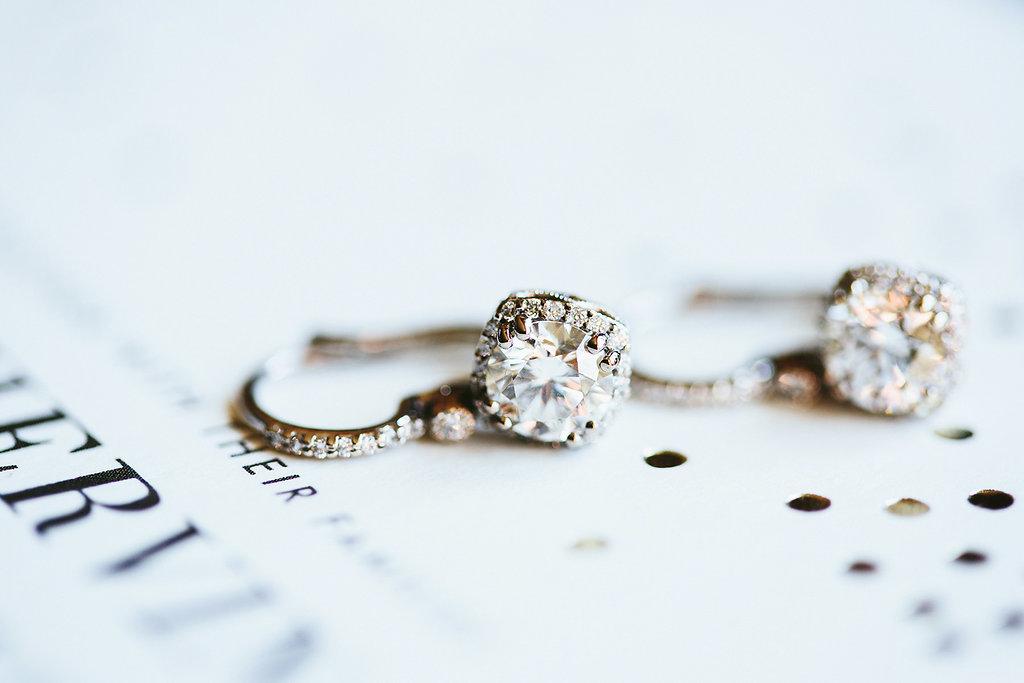 wedding jewelry - photo by Melia Lucida https://ruffledblog.com/elegant-canadian-wedding-with-greenery