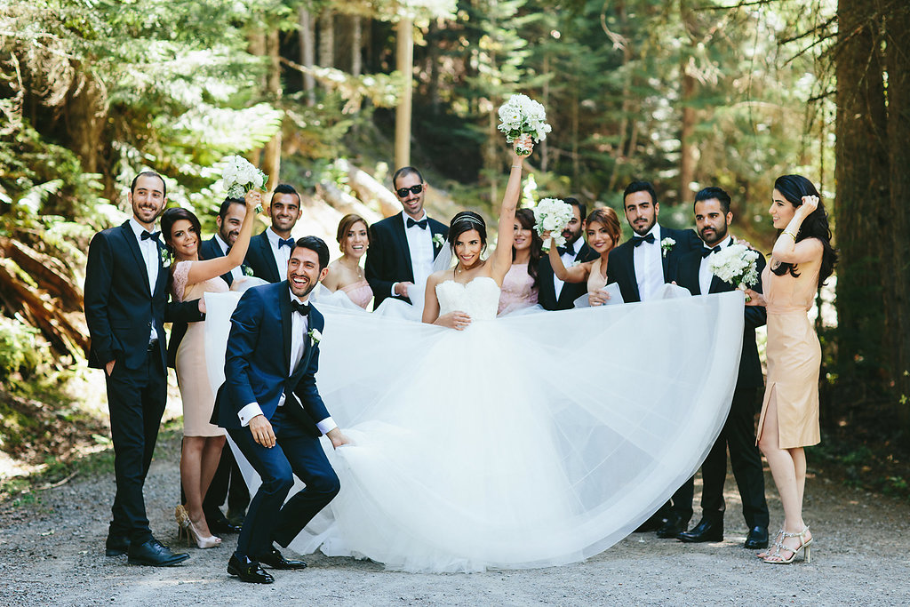 bridal party portraits - photo by Melia Lucida https://ruffledblog.com/elegant-canadian-wedding-with-greenery