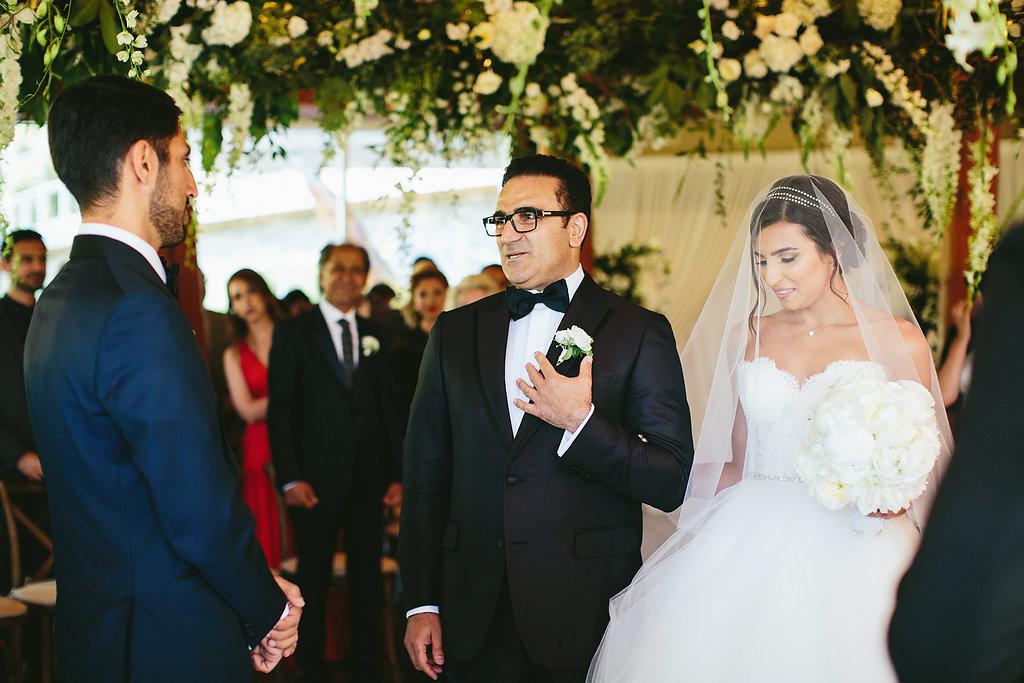 wedding ceremonies - photo by Melia Lucida http://ruffledblog.com/elegant-canadian-wedding-with-greenery