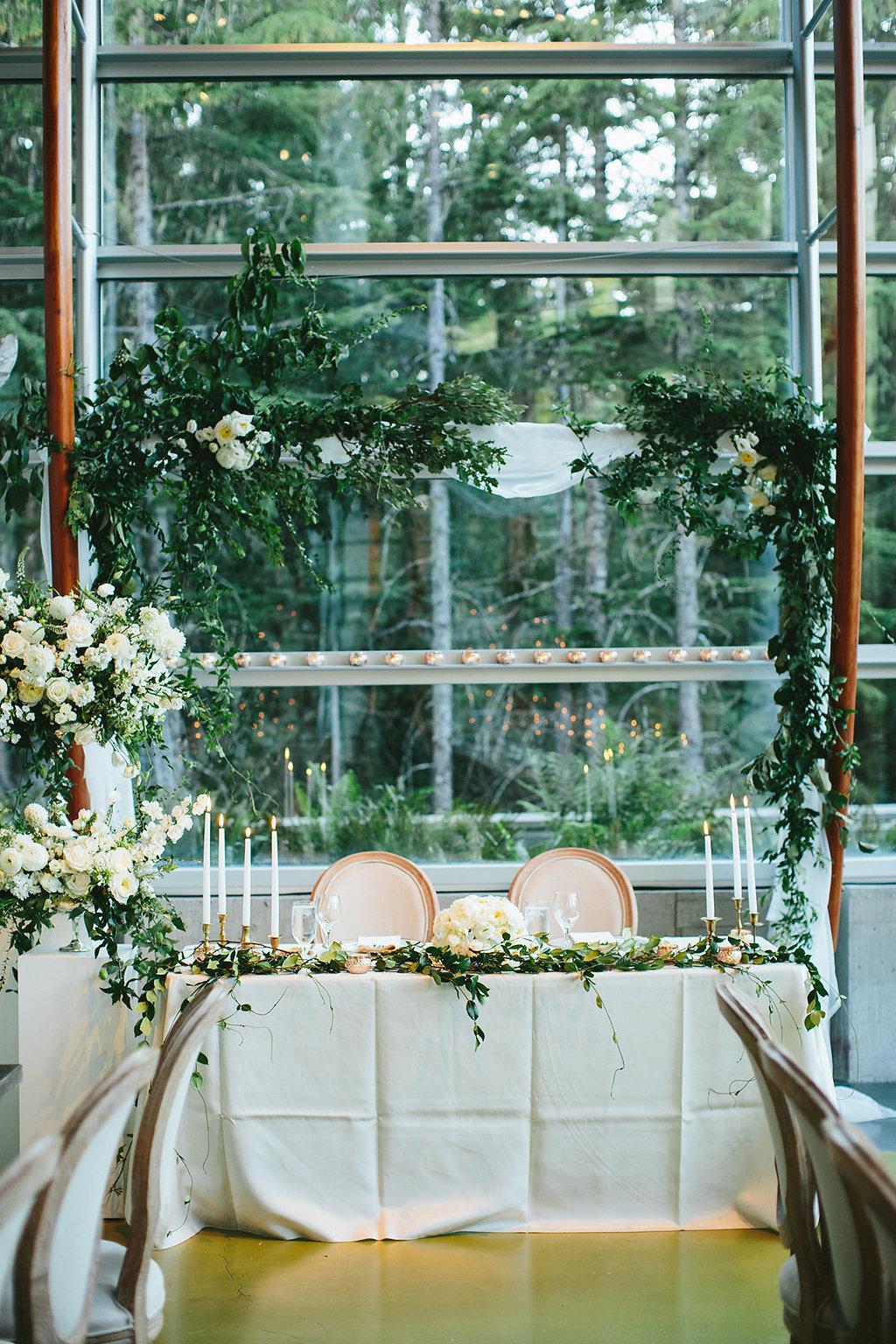 sweetheart tables - photo by Melia Lucida https://ruffledblog.com/elegant-canadian-wedding-with-greenery
