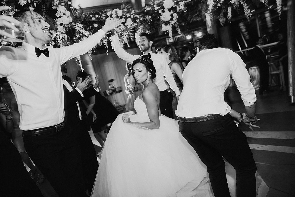 wedding photography - photo by Melia Lucida https://ruffledblog.com/elegant-canadian-wedding-with-greenery