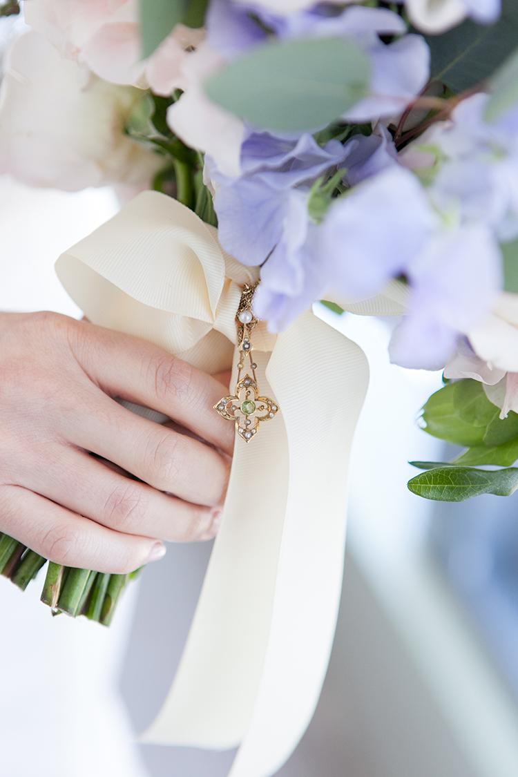 bouquet charms - photo by 5ive 5ifteen https://ruffledblog.com/elegant-garden-inspired-toronto-wedding