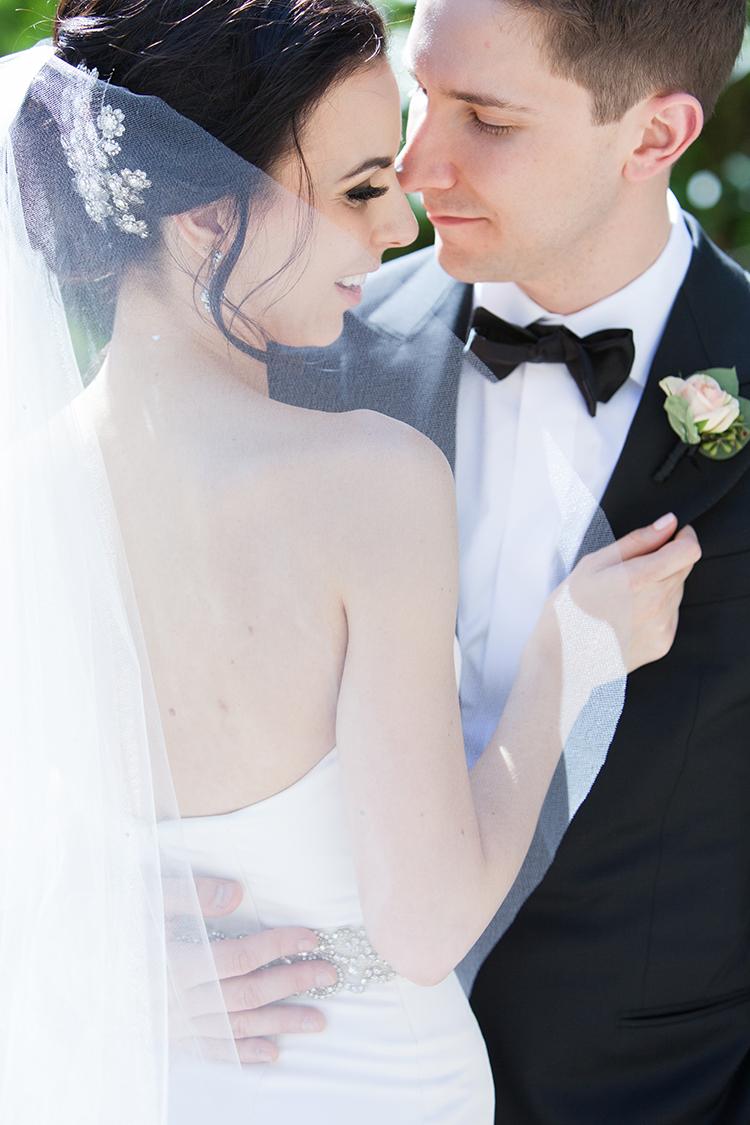 wedding portraits - photo by 5ive 5ifteen https://ruffledblog.com/elegant-garden-inspired-toronto-wedding