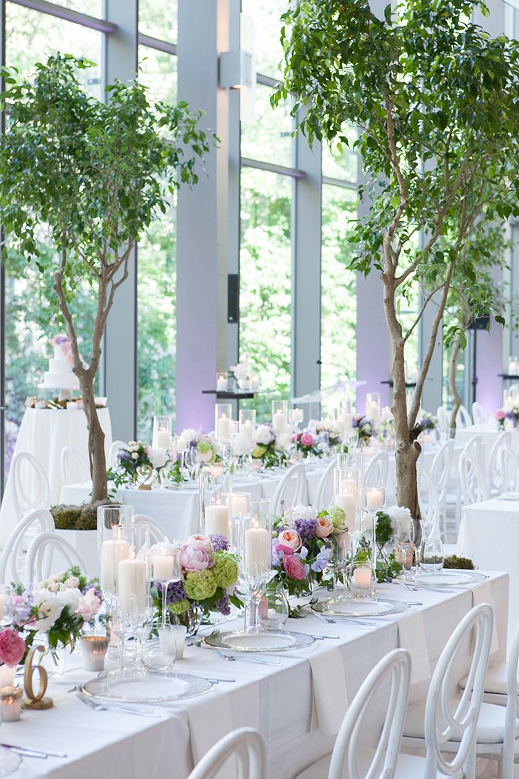 wedding tables - photo by 5ive 5ifteen https://ruffledblog.com/elegant-garden-inspired-toronto-wedding