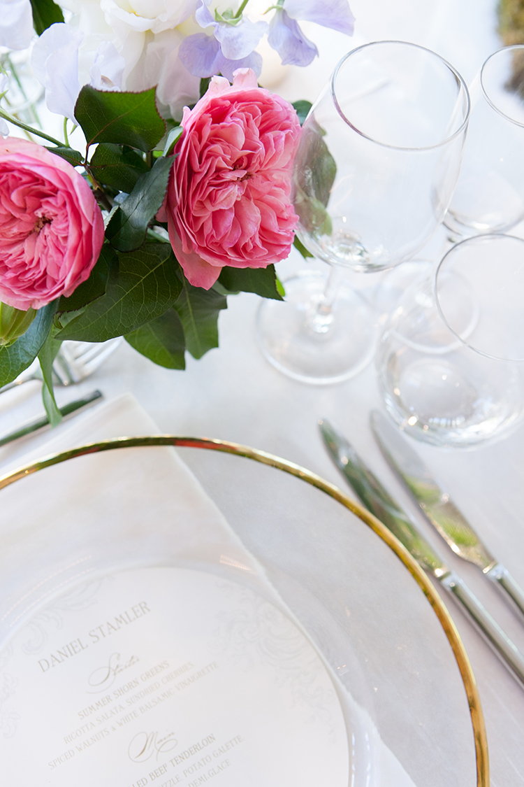 place settings - photo by 5ive 5ifteen https://ruffledblog.com/elegant-garden-inspired-toronto-wedding