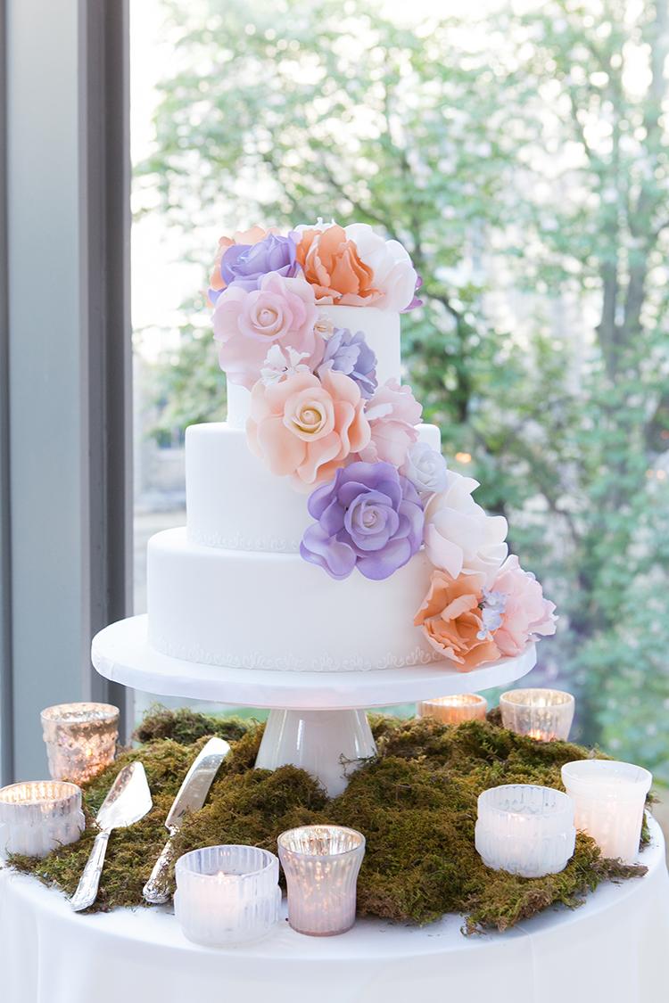 wedding cakes - photo by 5ive 5ifteen https://ruffledblog.com/elegant-garden-inspired-toronto-wedding