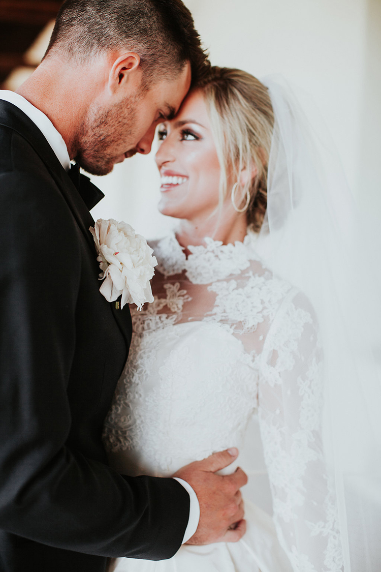 wedding portraits - photo by Alexandra Wallace https://ruffledblog.com/elegant-san-luis-obispo-garden-party-wedding