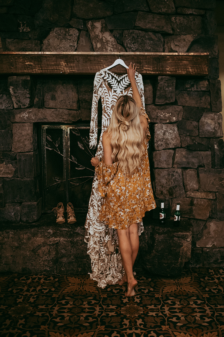bohemian bride getting ready - photo by Tricia Victoria Photography http://ruffledblog.com/elopement-inspiration-with-a-show-stopping-boho-lace-gown