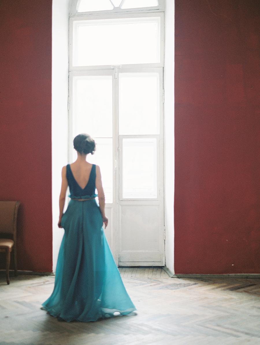 dramatic wedding portraits - photo by Igor Kovchegin Photography http://ruffledblog.com/ethereal-wedding-inspiration-with-teal-and-marigold