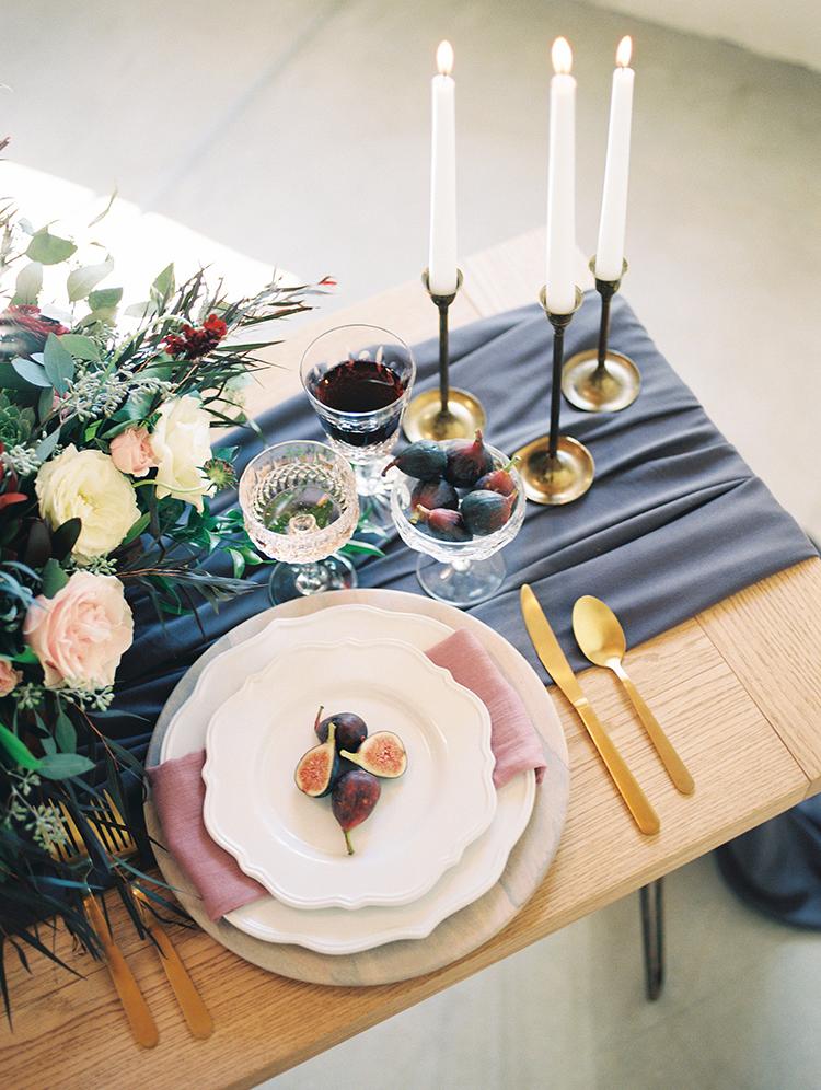 romantic and organic wedding tables - https://ruffledblog.com/fall-desert-elopement-inspiration-with-burgundy-and-lavender