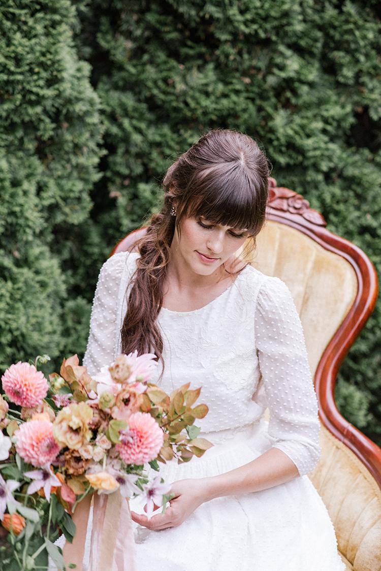 romantic garden bridal inspiration - http://ruffledblog.com/fall-wedding-inspiration-with-mauve-and-apricot-hues